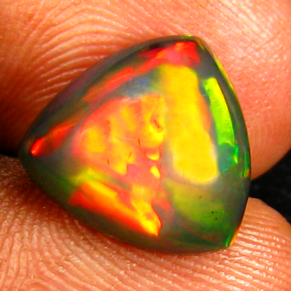 3.17 ct INCREDIBLE TRIANGLE CABOCHON (12 X 11 MM) ETHIOPIAN 360 DEGREE FLASHING BLACK OPAL NATURAL GEMSTONE